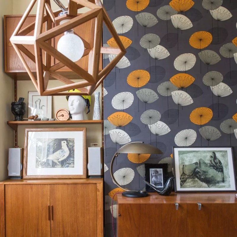 Brown living room with retro wallpaper