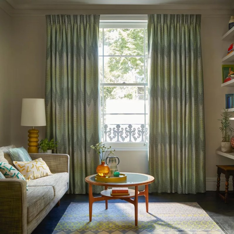 Living room curtain ideas with green curtains in neutral room