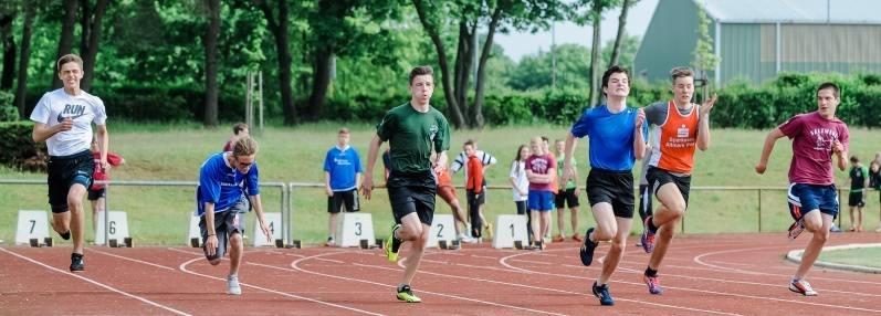 Hier absolvieren der Jungen der Altersklasse 15 einen Vorlauf über 100 Meter.Fotos: Thomas Koepke