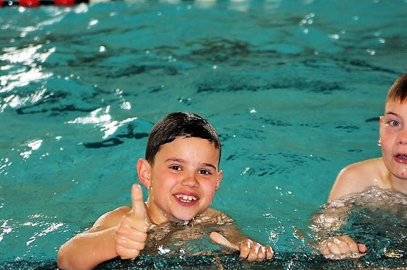 Kinder- und Jugendspiele Schwimmen