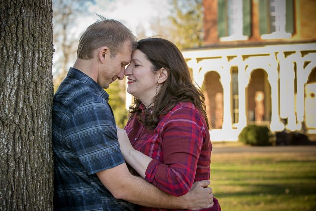 Engagement at Oakland Mansion in murfreesboro