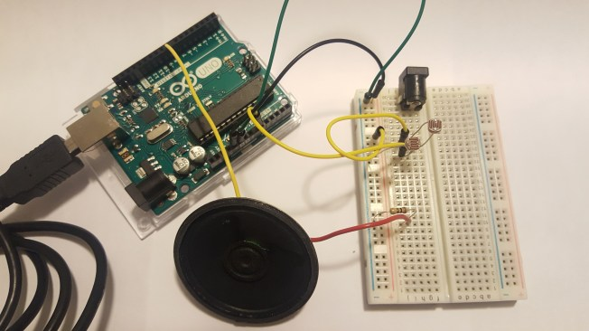 How the Arduino and the breadboard connect