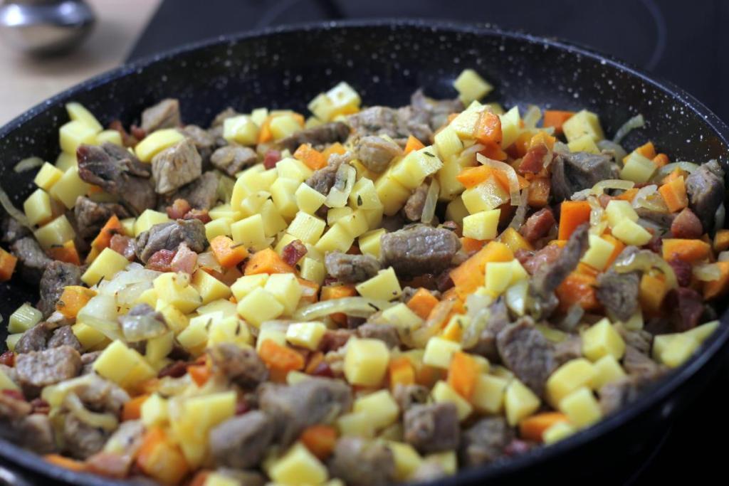 Duszone mięsno z ziemniakami