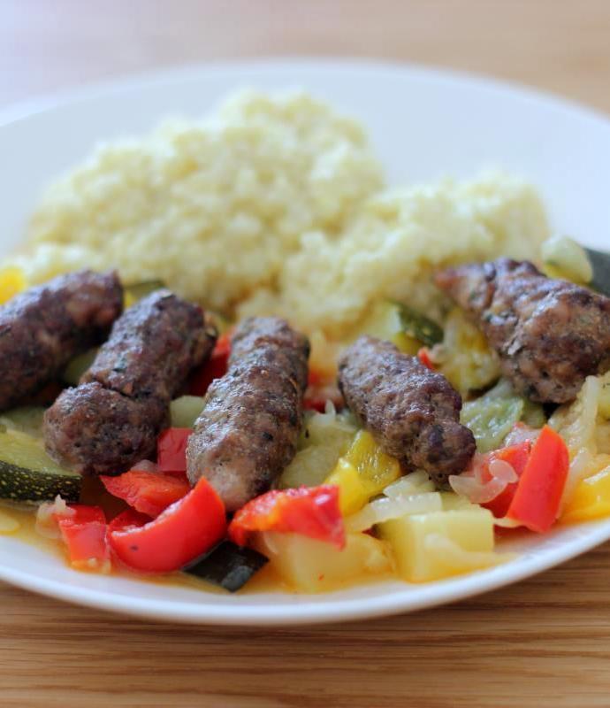 Ćevapčići – grillowane kotleciki z mięsa mielonego