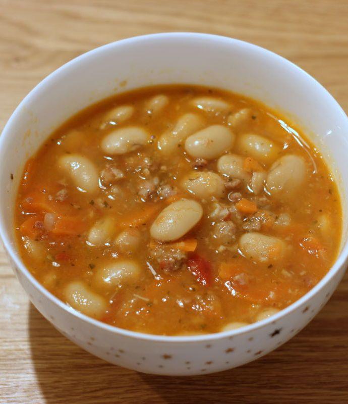 Pasulj – serbska zupa fasolowa
