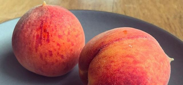 #EatSmallFruit Quick Pickled Peaches Recipe