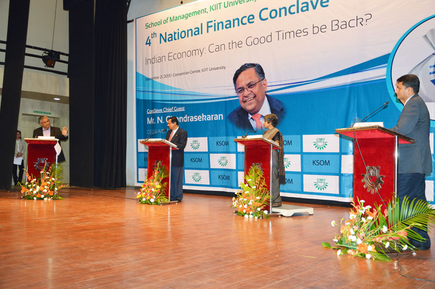 4t-national-financeconclave-2013-Indian-Economy-panel