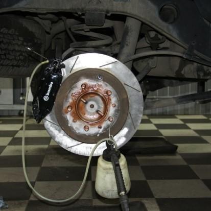 Замена тормозной жидкости в Brembo Technical Center в Москве