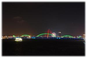 夜のドラゴン橋
