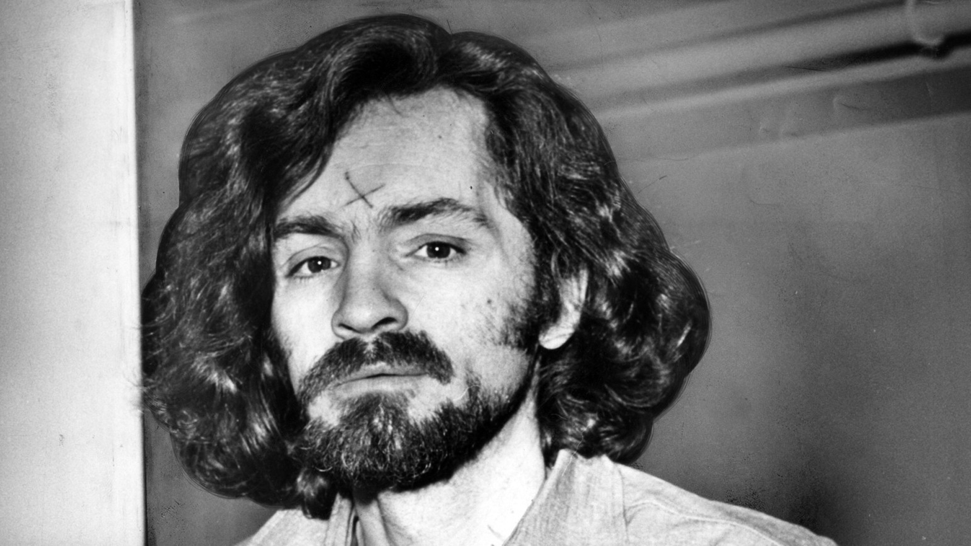 Charles Manson is seen en route to a Los Angeles courtroom in December 1970. (Credit: John Malmin / Los Angeles Times)