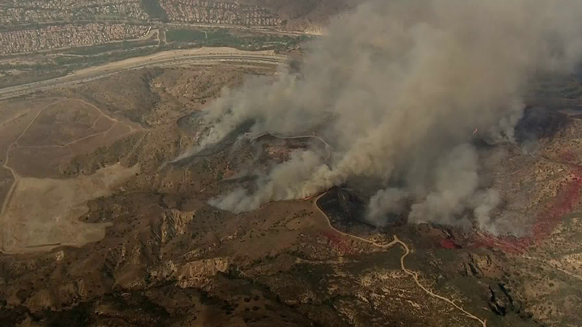 The Canyon Fire burns near the 91 Freeway near the border of Anaheim and Corona on Sept. 25, 2017. (Credit: KTLA)