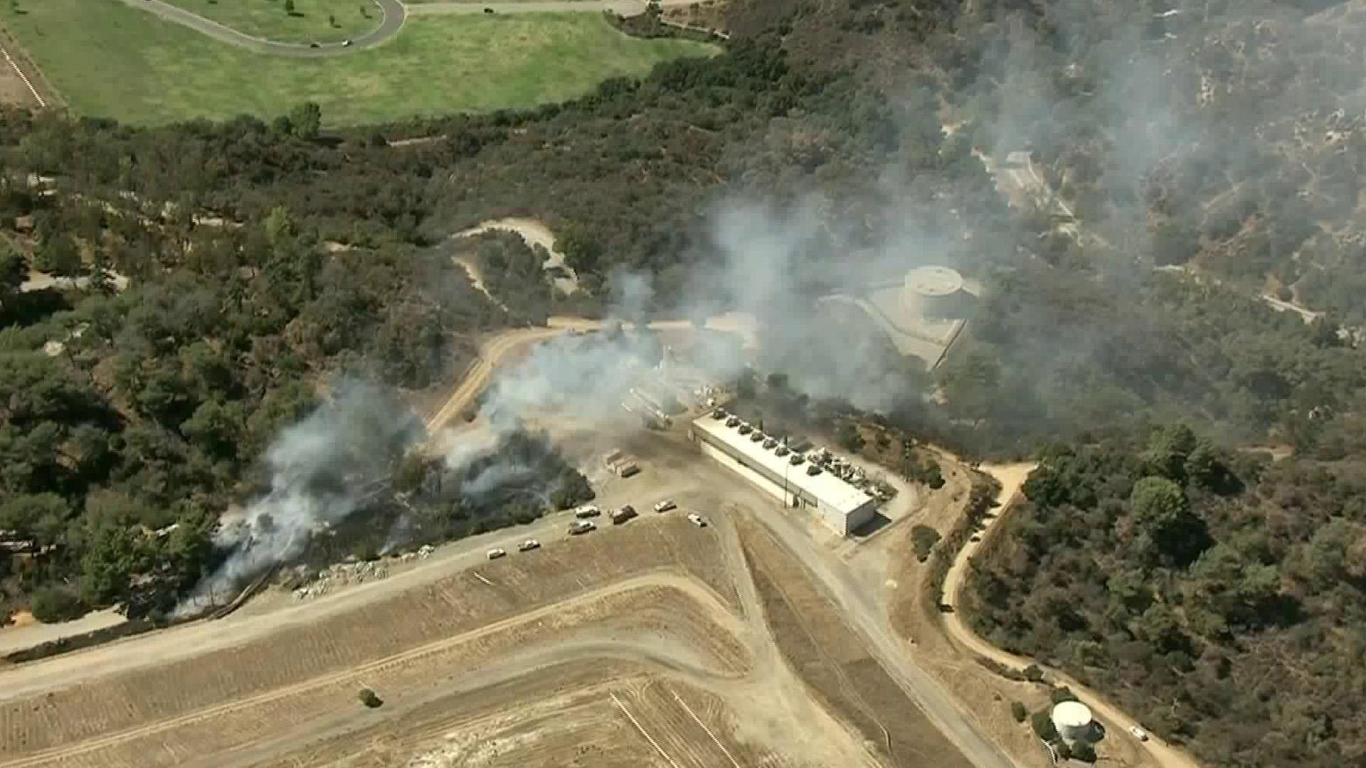 Crews respond to a brush fire in Griffith Park on Sept. 17, 2018. (Credit: KTLA)
