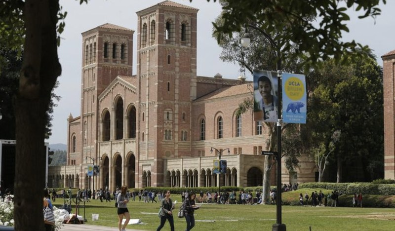 Students walk through the UCLA campus in Westwood. (Credit: Los Angeles Times)