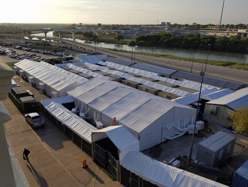 Immigration court tents built along the Texas border with Mexico that will be closed to outside observers.(Credit: Molly Hennessy-Fiske/Los Angeles Times)
