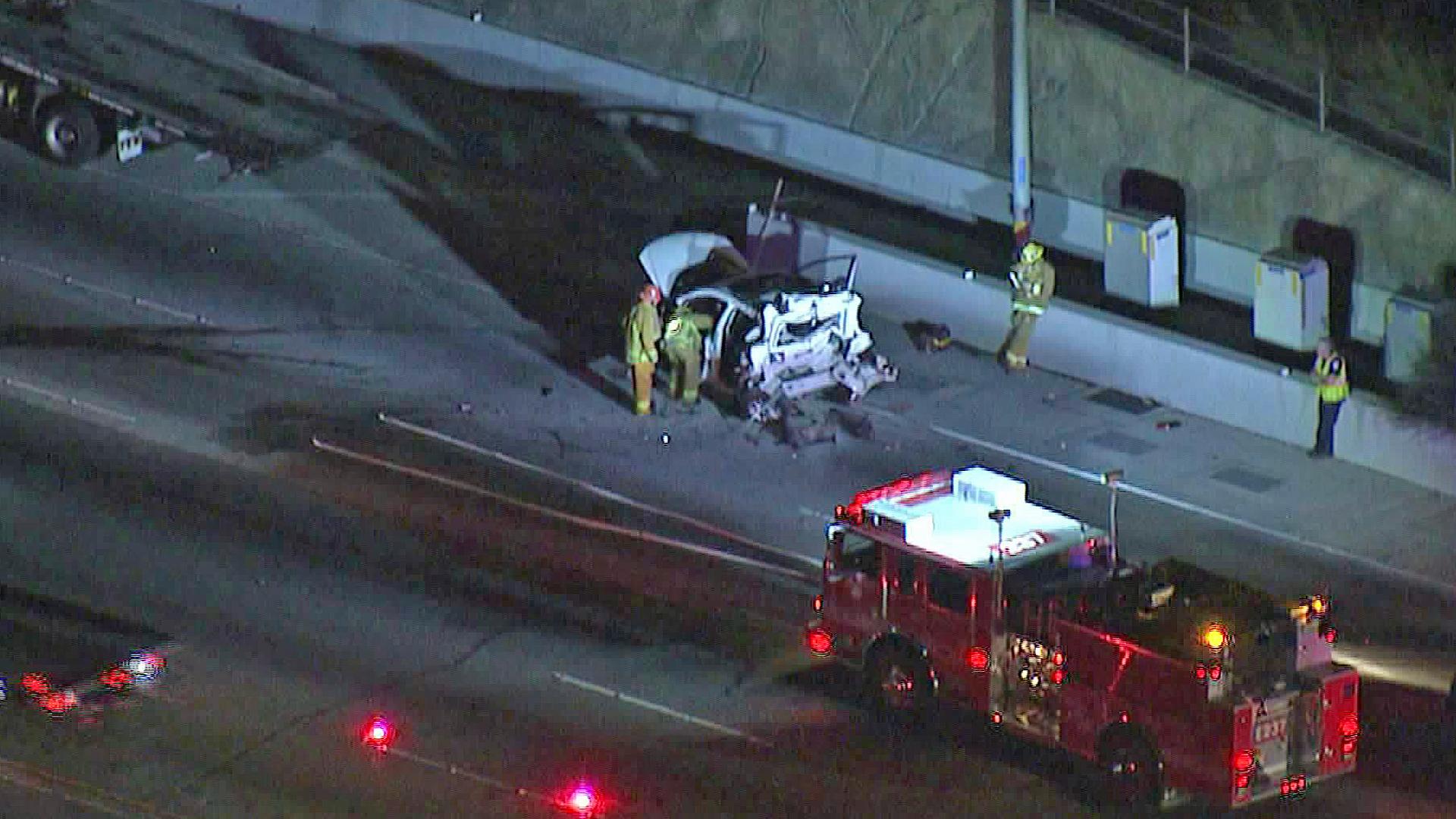 Emergency crews respond to a fatal crash on the 405 Freeway on Oct. 8, 2019. (Credit: KTLA)
