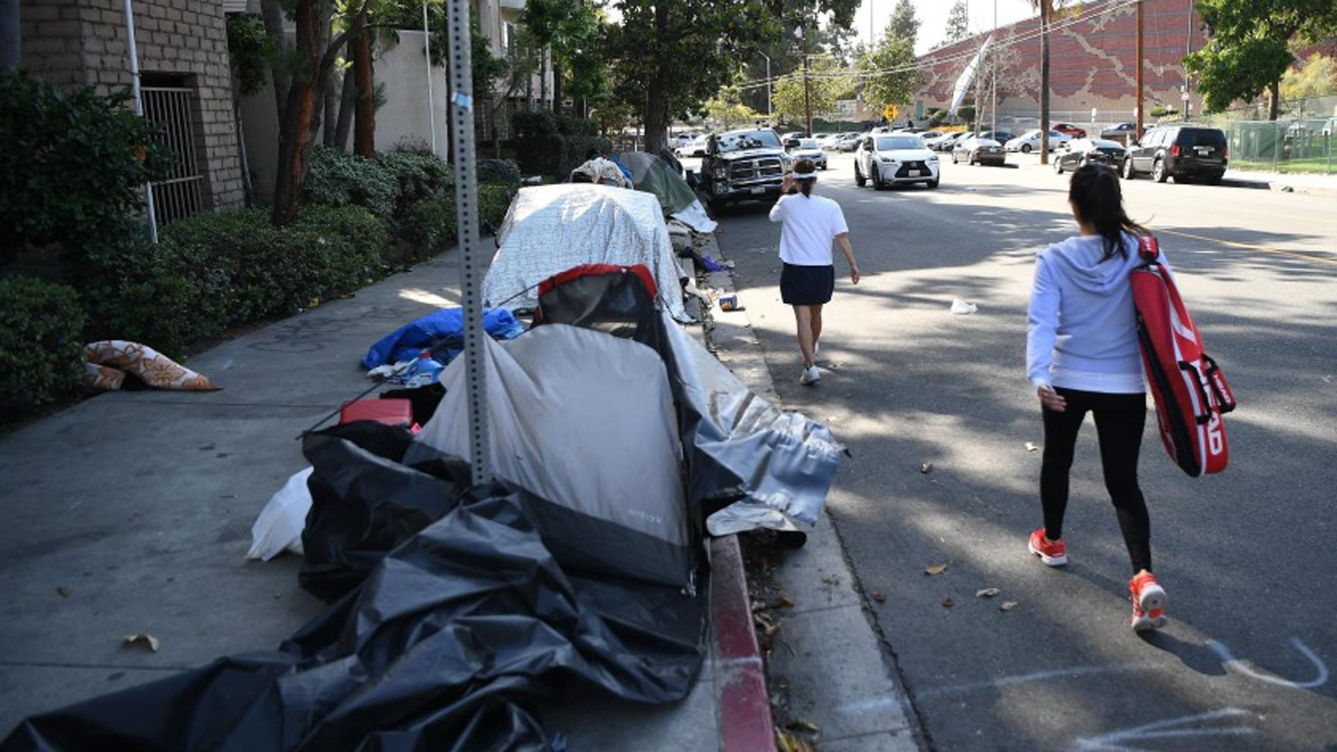 Tents line a sidewalk in Los Angeles.(Credit: Wally Skalij / Los Angeles Times)