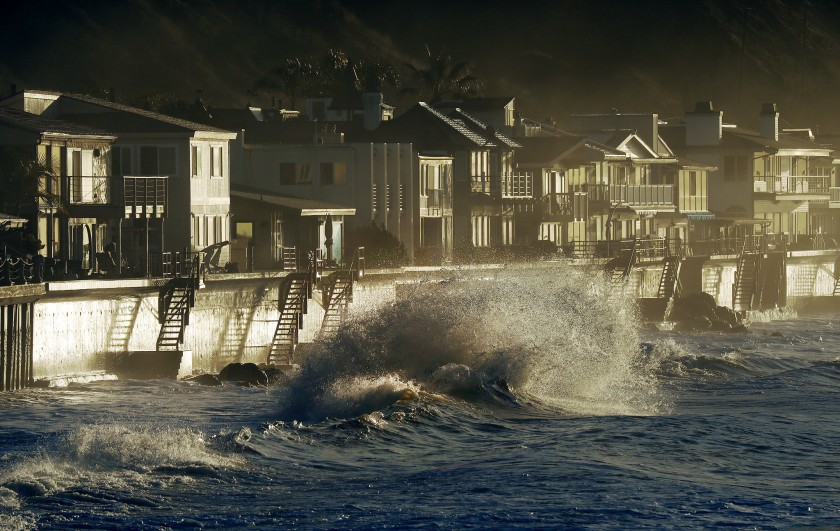 High surf pummels homes along Faria Beach in Ventura County. (Credit: Al Seib / Los Angeles Times)