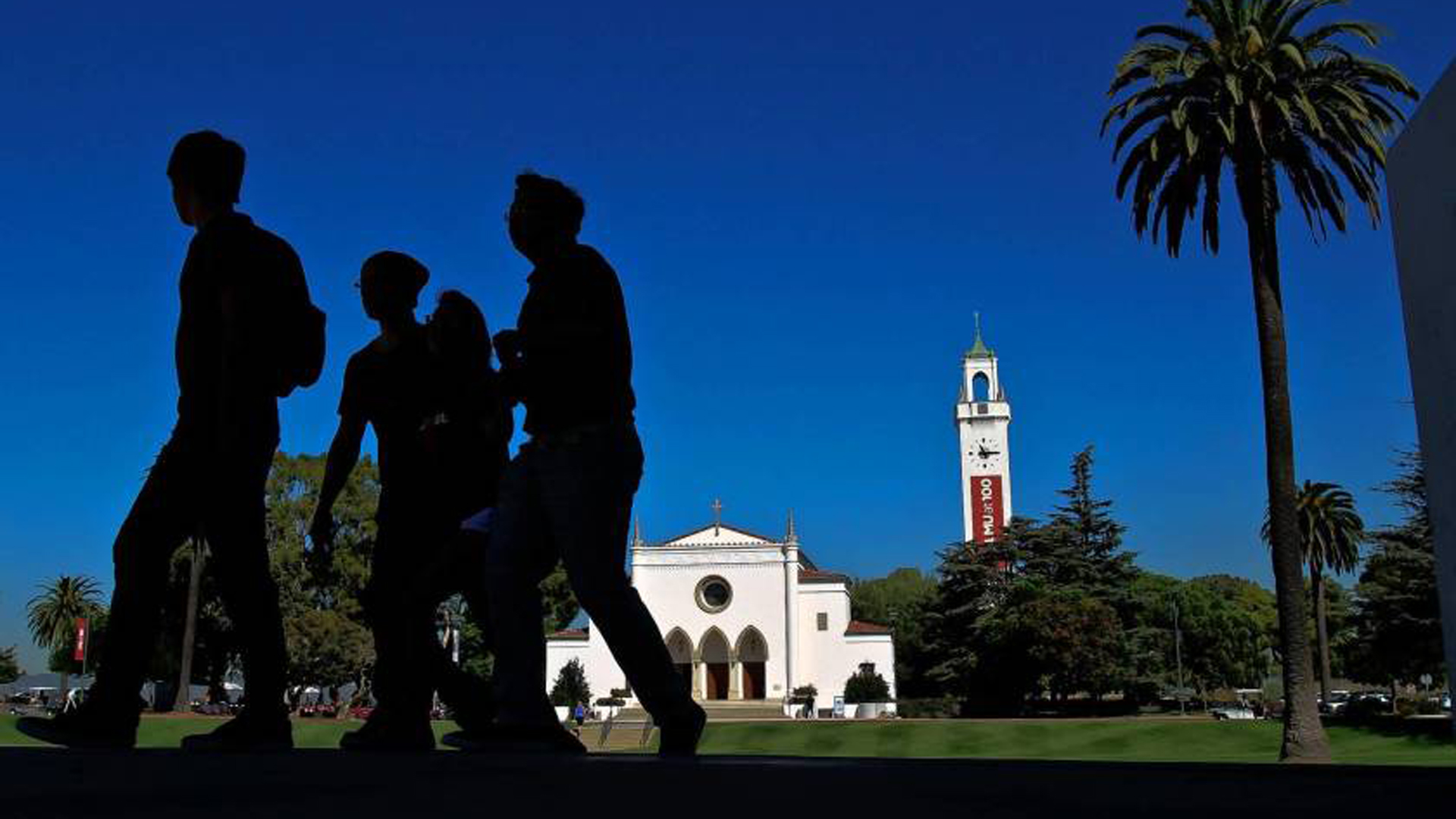 Loyola Marymount University in Los Angeles is the site of a labor dispute between union cooks, dishwashers and servers and the company that runs the school's food service.(Credit: Los Angeles Times)