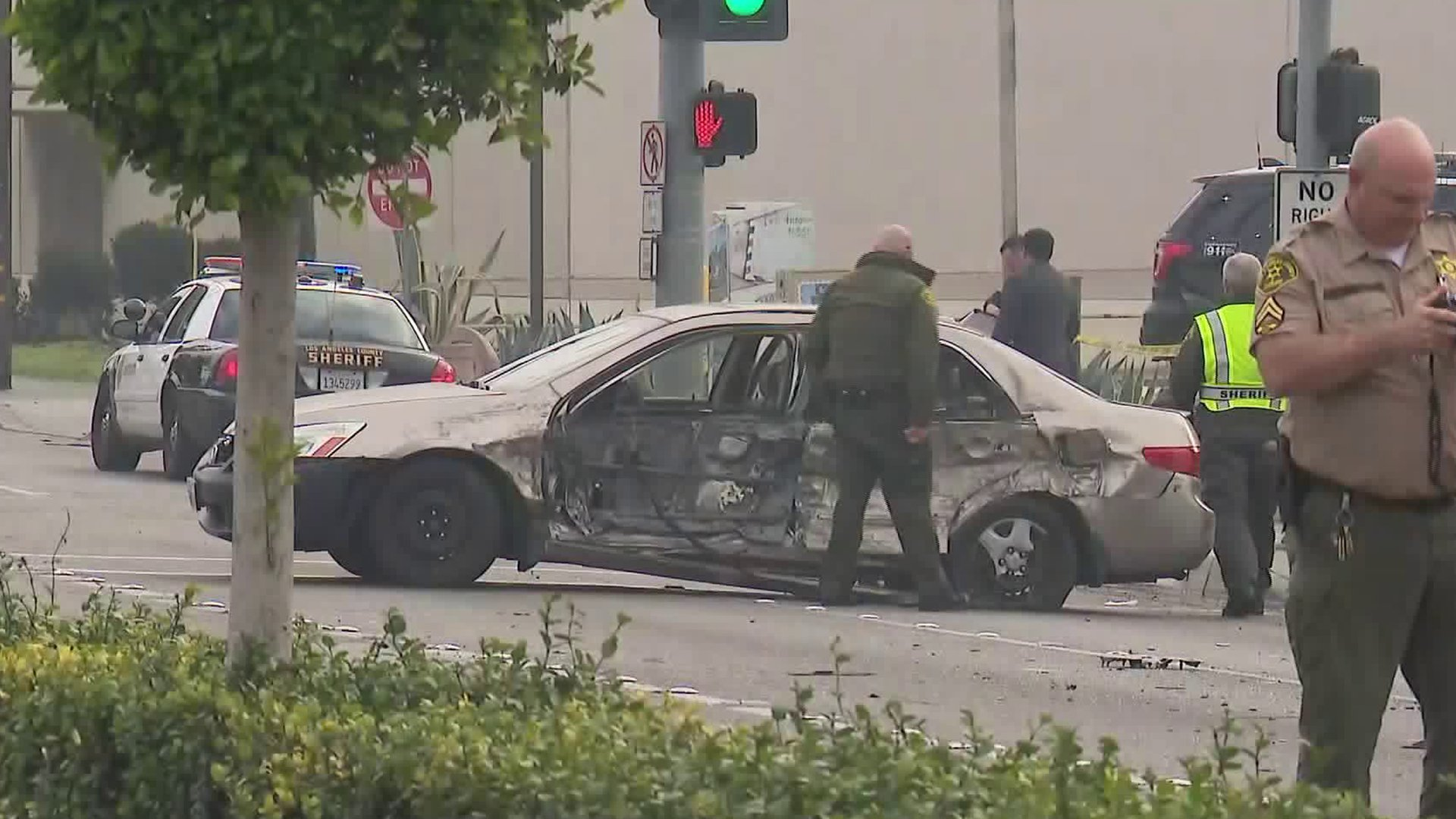 Two deputies crash into a car in Paramount on Jan. 16, 2020. (Credit: KTLA)