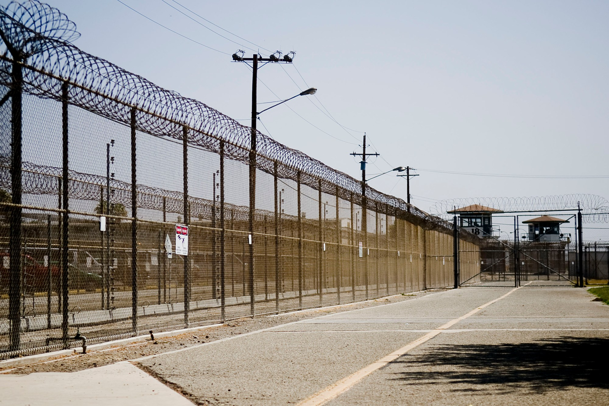 The California Institution for Men prison fence is seen on August 19, 2009, in Chino, California. (Michal Czerwonka/Getty Images)