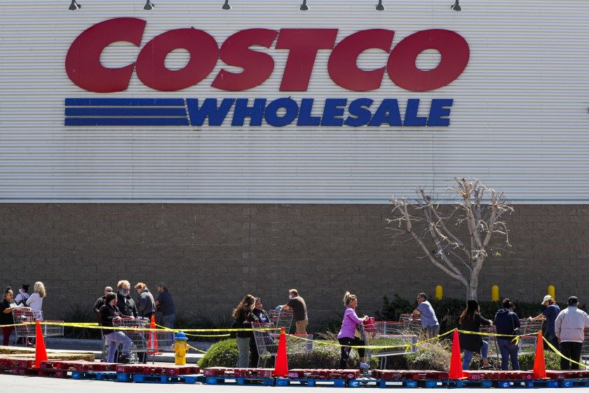 Shoppers line up outside a Costco in Victorville on April 2, 2020, waiting to go inside amid social distancing rules during the COVID-19 pandemic.(Irfan Khan / Los Angeles Times)