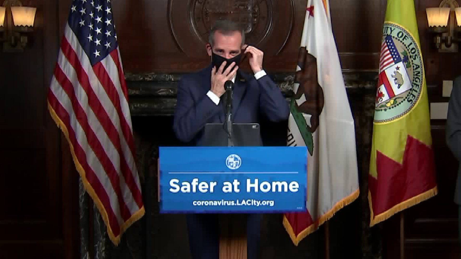 Los Angeles Mayor Eric Garcetti dons a facial masks while recommending Angelenos make their own to wear in public amid the coronavirus outbreak on April 1, 2020.