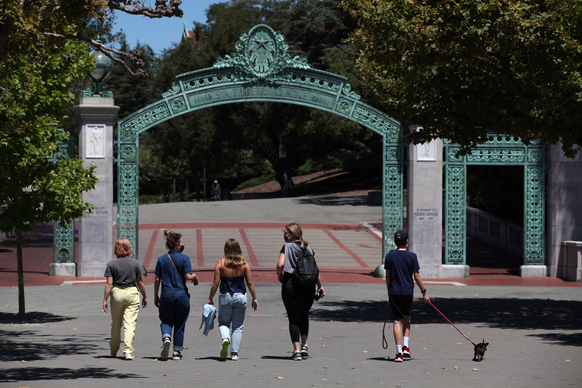 People walk towards Sather Gate on the UC Berkeley campus on July 22, 2020. (Justin Sullivan / Getty Images)
