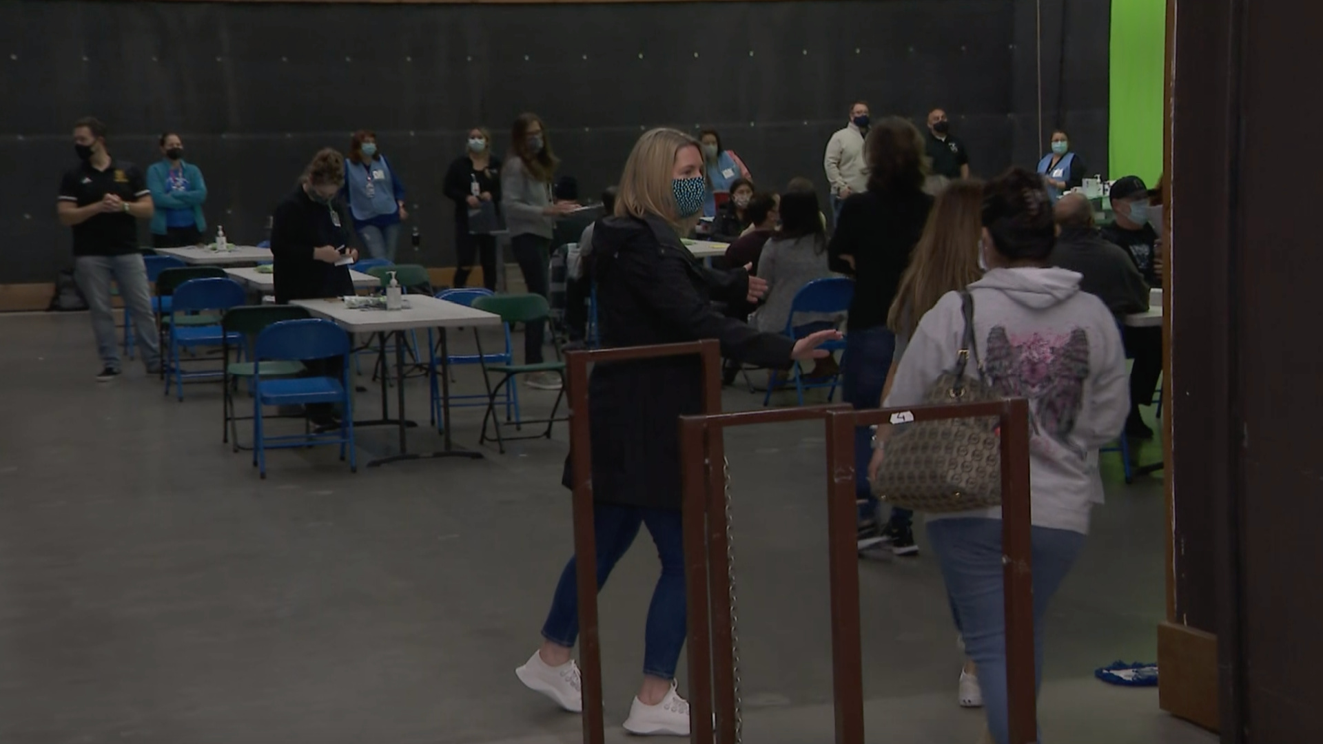 Pop-up COVID-19 vaccine clinics held at Simi Valley Unified School District on Feb. 28, 2021. (KTLA)