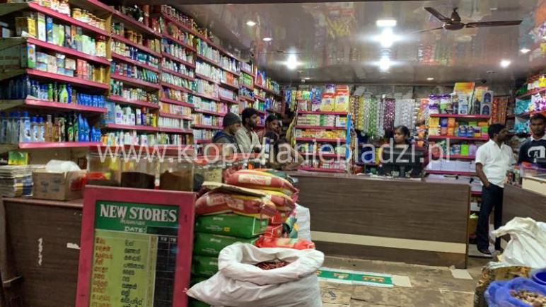 W indyjskich sklepach znajdziemy wszystko. Od kawy na wagę po medykamenty.