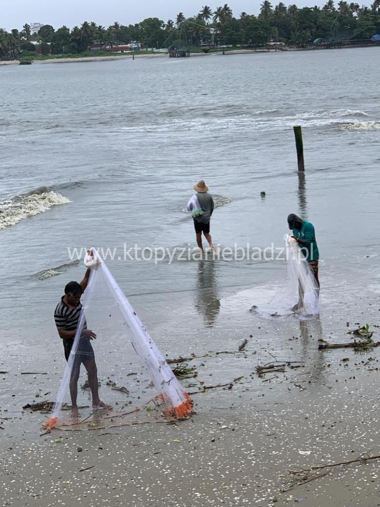 Typowe keralskie sieci rybackie.