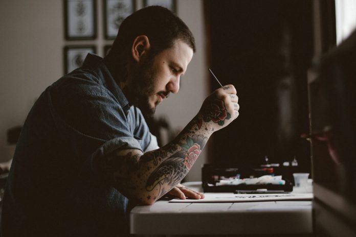 Tatuaże i bezpieczna chelatacja