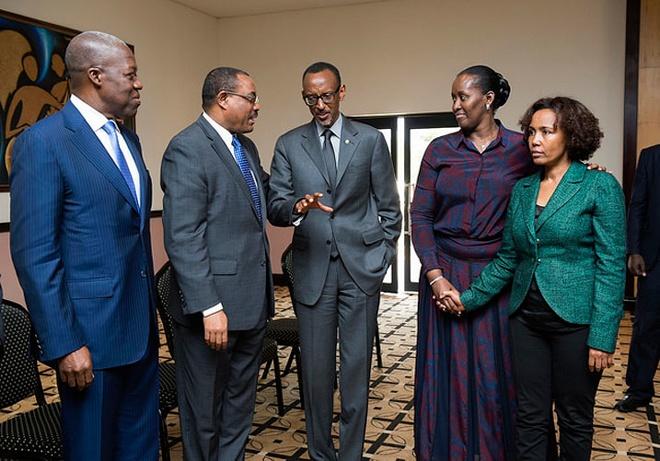 From left, Ghana Vice President Kwesi Amissah-Arthur, Ethiopian Prime Minister Hailemariam Desalegn (2nd left), President Kagame (Center) and First Lady Jeannette Kagame. Far right is Azeb Mesfin Haile, former Ethiopian First Lady and founder of the Meles Zenawi Foundation.