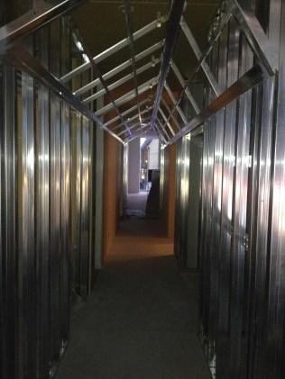 002 廊下の骨組み