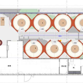 入口(図面左側)から店内奥方向(図面右側)に上り坂になっており、その両サイドに円形のテーブルが並ぶ