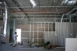 壁や天井の下地骨は日本と同じ軽鉄です