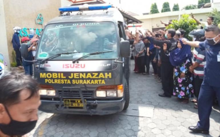 Mobil Jenazah Didi Kempot Melintas Sobat Ambyar Titikan Air Mata