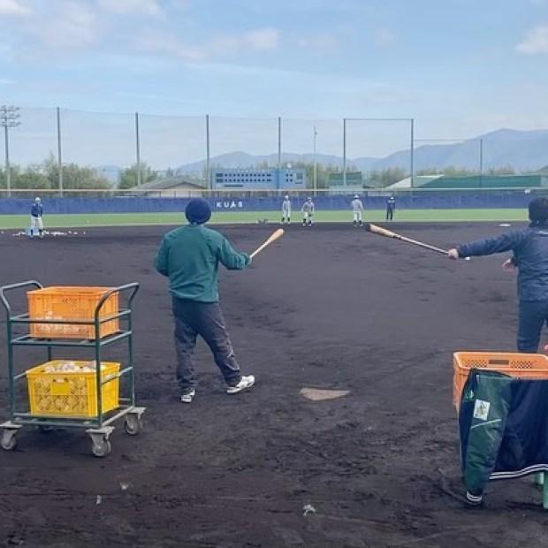 .【活動の様子】今朝の特守の様子です。ノッカーは和田修平コーチと#和田英佑(新3年・盈進高校)主務です。午後からの練習も一生懸命に取り組んでいます。