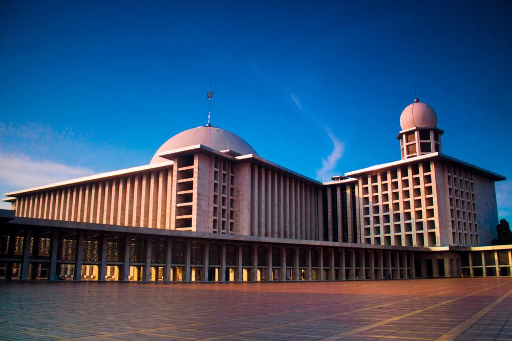 Masjid Istiqlal, yang selesai dibangun pada 1978, akan direnovasi untuk pertama kalinya. | Dinarrizkikhairul /Shutterstock