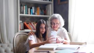 Пенсионерам сделали связь дешевле