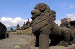 2592450-indonesia-java-borobudur-temple