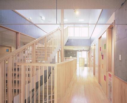 サウスこまどり保育園_廊下と階段
