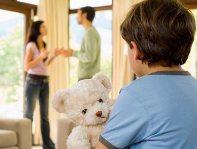 child-watching-parents
