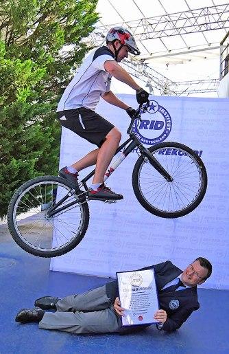 RID-rekord-fahrradspruenge-menschen6