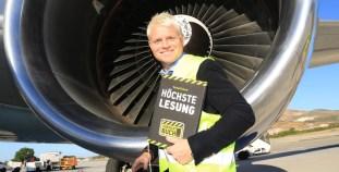 """Weltrekord: Lesung hoch über den Wolken / Die Initiative """"Vorsicht Buch!"""" der deutschen Buchbranche veranstaltet auf einem Condor Flug mit Guido Cantz die höchste Lesung der Welt"""