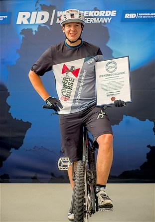 RID-rekord-fahrrad-sprung-personen4