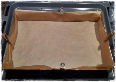 Backrahmen 23x33cm mit Backpapier auslegen