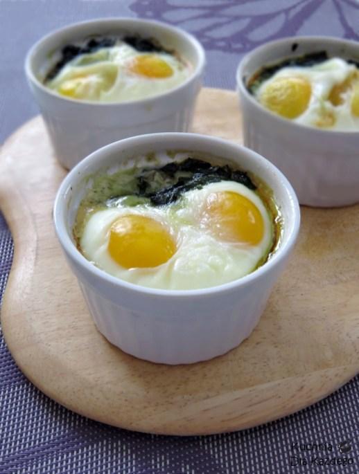 Zapiekane jajka ze szpinakiem 1