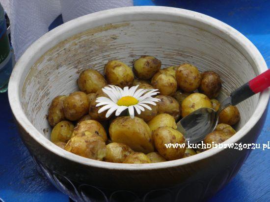 młode ziemniaki z masełkiem