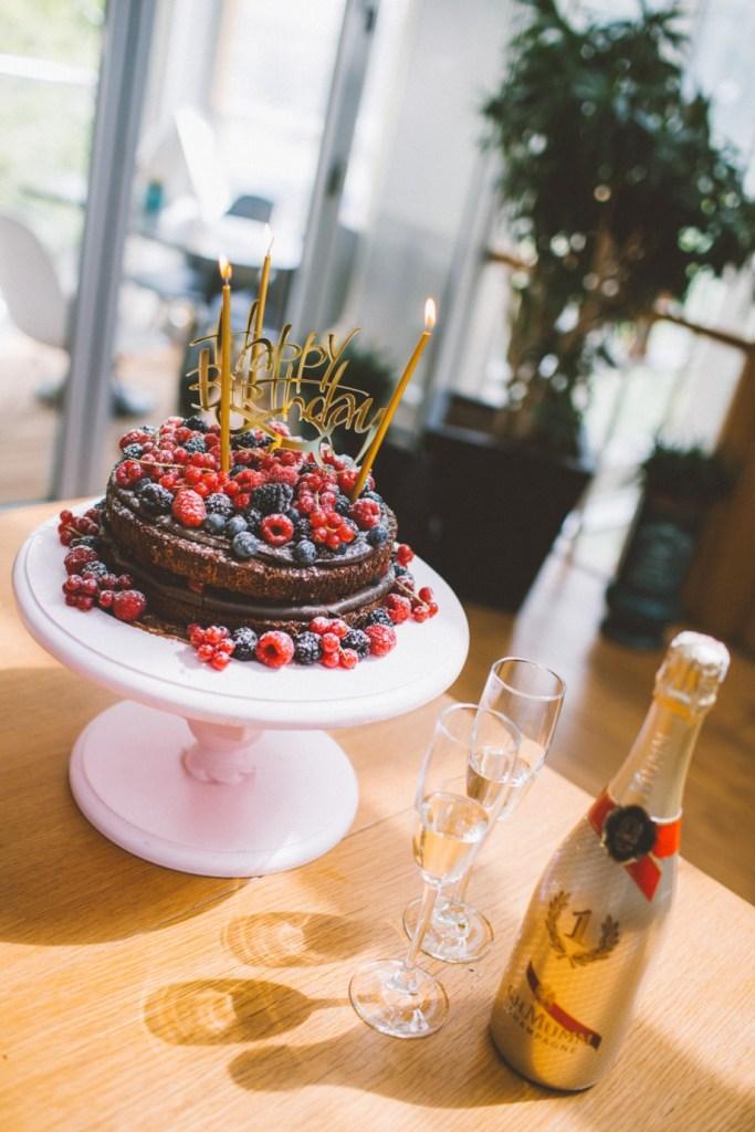 suadiye - beyaz fırın - küçük martha - mekan önerileri - kahvaltı - brunch- orman meyveli pasta - doğum günü - birthday