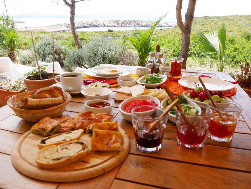 Bozcaada-Küçük Martha-Akvaryum Koyu - Patiska Kahvaltısı